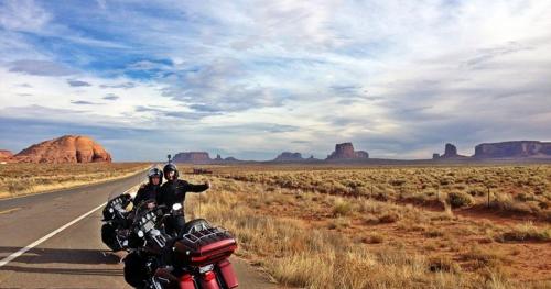 Ślub w Las Vegas i podróż Harley'ami po Dzikim Zachodzie