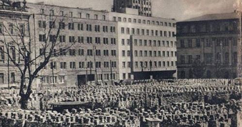 """06.08.2017 Miasto zaginione…"""" - Warszawa odbudowana czy wybudowana?"""