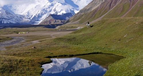 Względność czasu i przestrzeni. Góry i jeziora Kirgistanu.