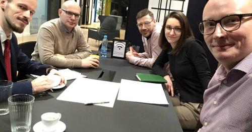Rozmowy o strategii biznesu, otwarte godziny we Współpracowni