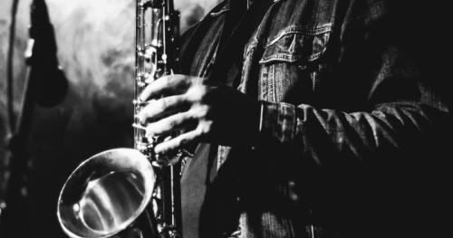 Maciej Łyszkiewicz zaprasza. Robert Dobrucki-saksofon.