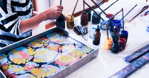 Kup voucher na warsztaty malarstwa na wodzie EBRU!