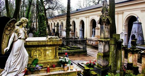 """08.02.2019 - 11:00  """"Stare Powązki zimą - Gdy gaśnie pamięć ludzka, dalej mówią kamienie..."""" [Spacer]"""