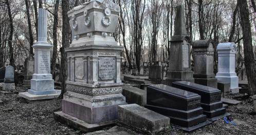 """25.10.2020 (niedziela) - 11:00  """"Moje miasto murem podzielone... - spacer po Cmentarzu Żydowskim""""  [Spacer]"""