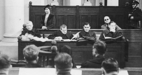 14.04.2021 - 19.00 - Zbrodnia to niesłychana. Głośne warszawskie procesy sądowe.
