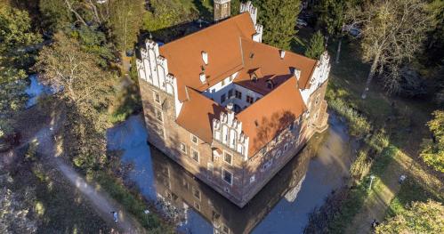 Zwiedzanie Zamku na wodzie w Wojnowicach (Z PRZEWODNIKIEM)